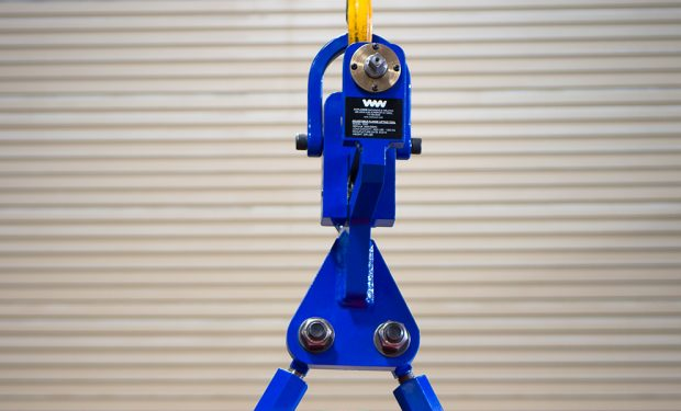 Adjustable flange lifting tool
