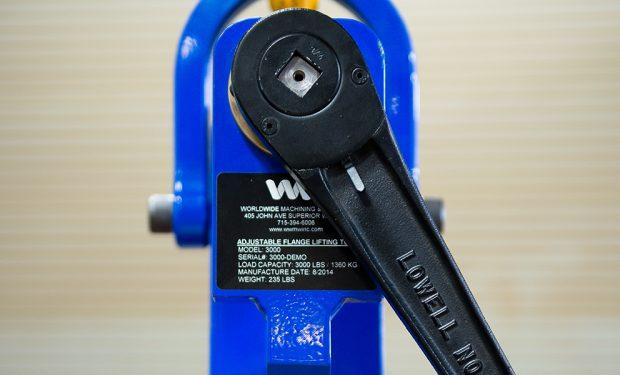 Adjustable flange lifting tool